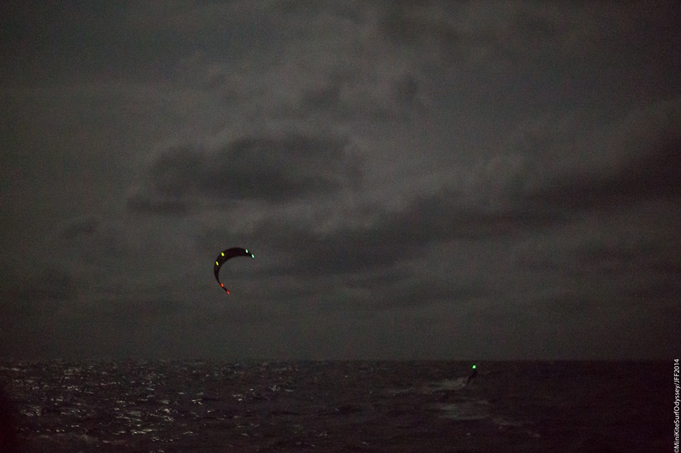 kitesurf experts tells how to kitesurf at night