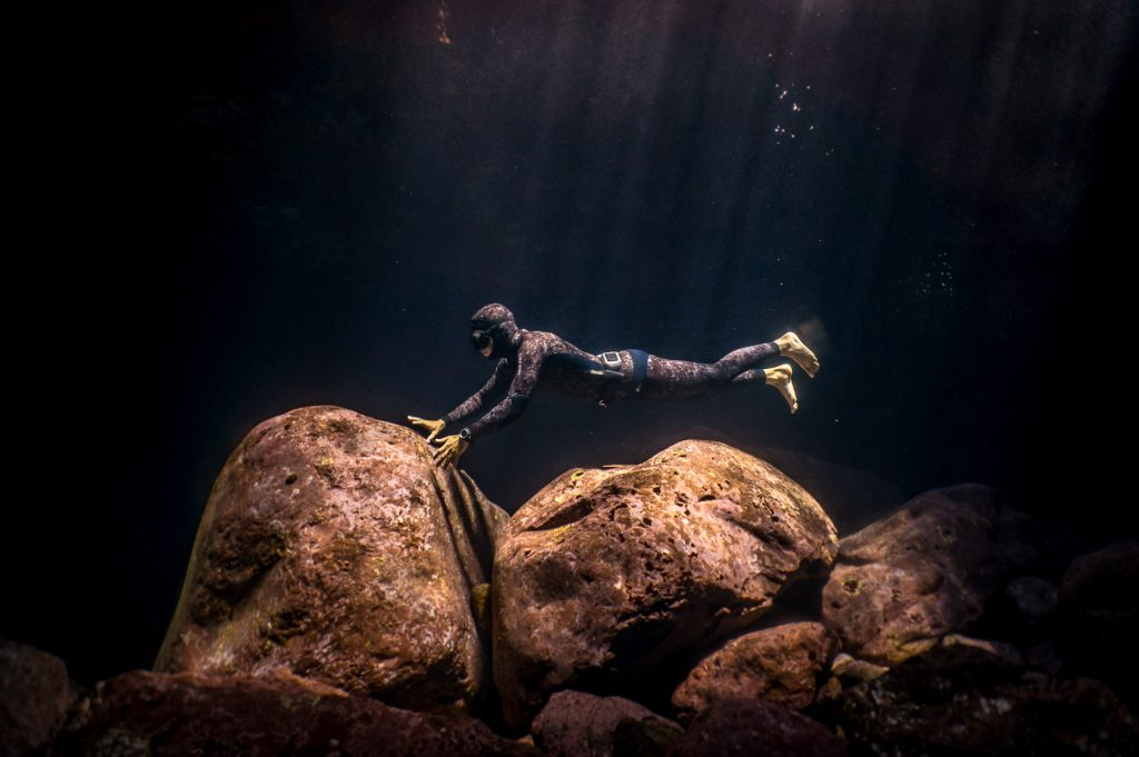 -freedive instructor on the bottom of the ocean